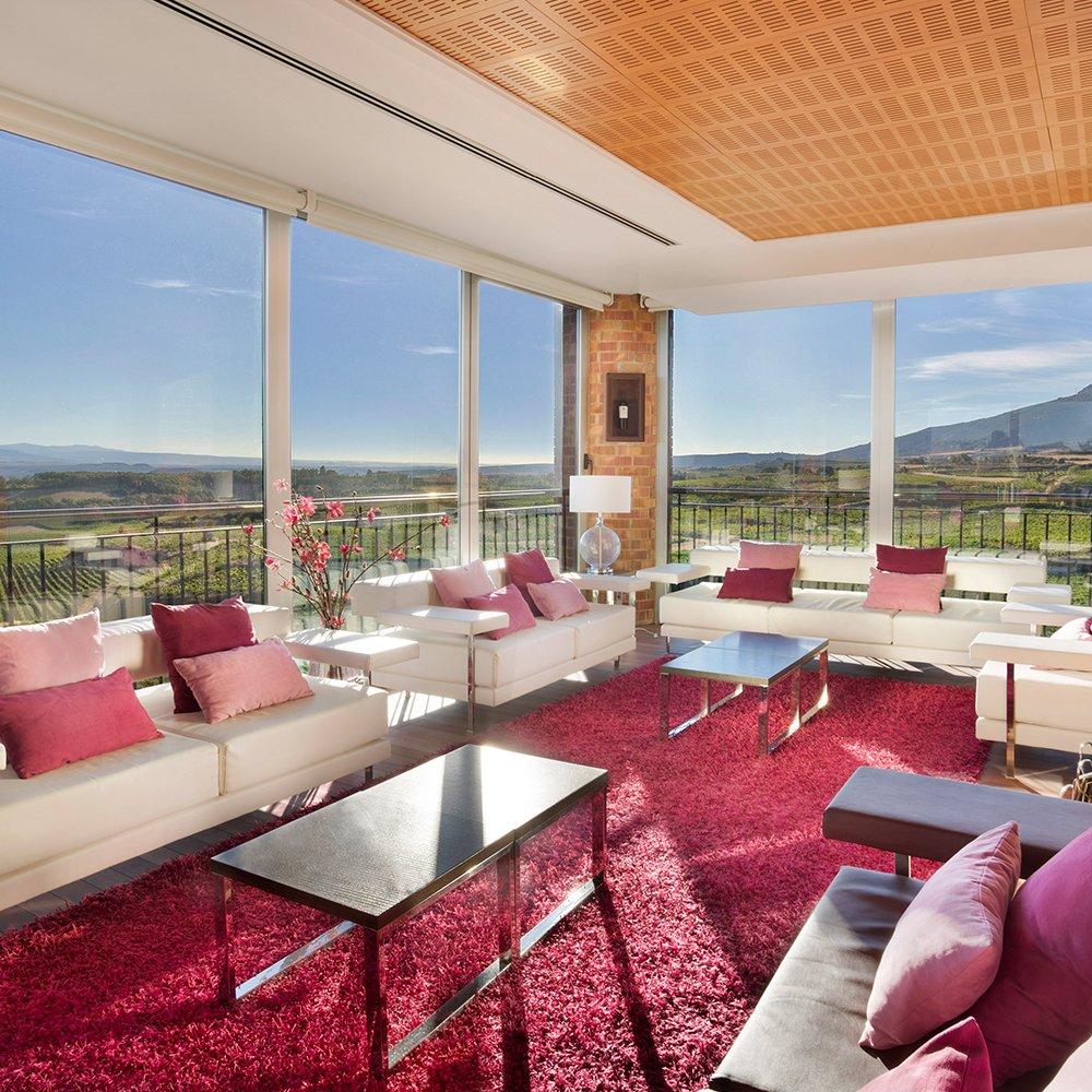 Vistas de Laguardia desde el hotel y bodega Eguren Ugarte. Enoturismo, vino online, bodas etc.
