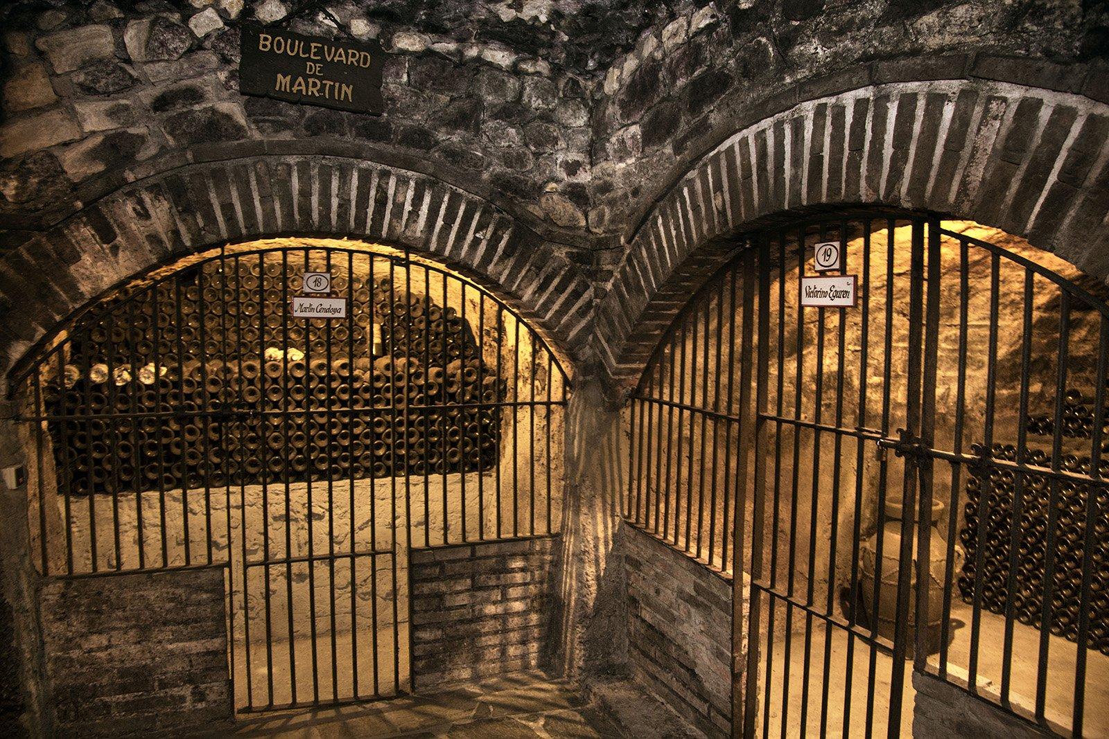 Calado y nichos en bodega Rioja Alavesa. Bodas y eventos.