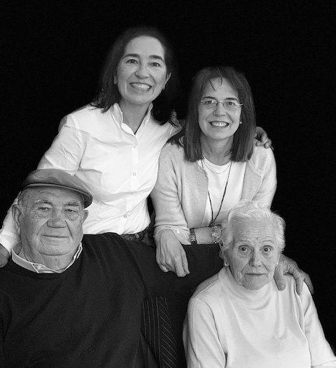 Miembros de la familia Eguren Ugarte, bodega familiar de la Rioja Alavesa, con hotel mucha oferta enoturística y venta de vinos online.