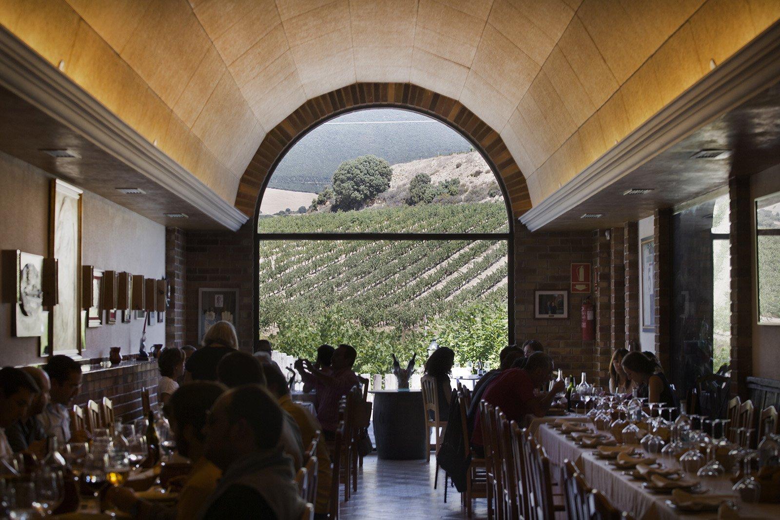 Restaurante Martín Cendoya, bodega hotel en Rioja Alavesa. Alojamiento, comida, catas