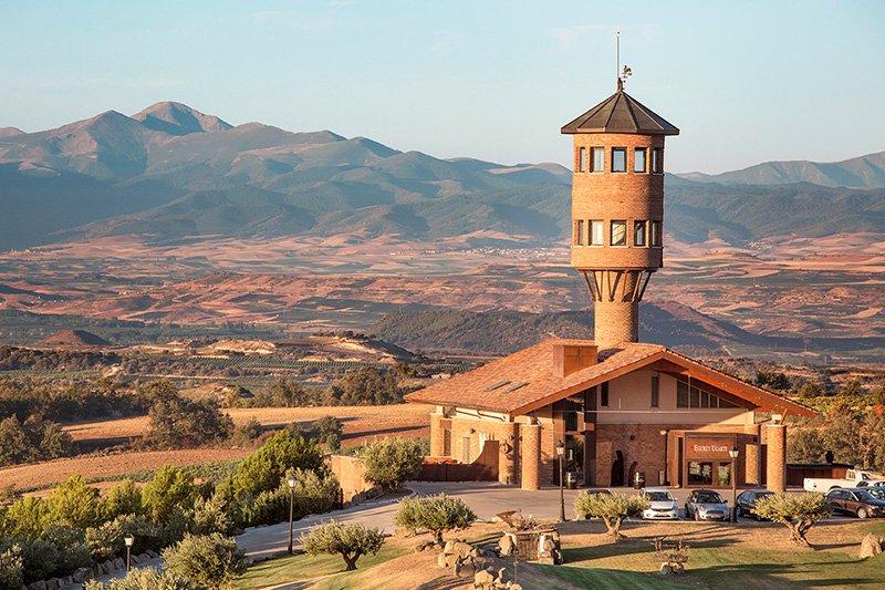 Bodega y hotel en La Rioja Álavesa.